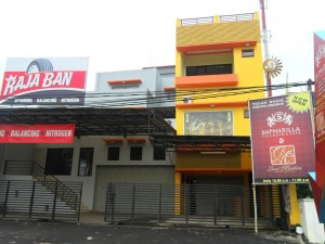 Showroom 'Raja Ban' (Pile) - Cirebon